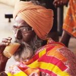 Indien-Bild-TrinkenderMann
